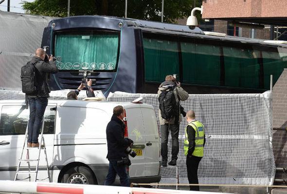 refugee-bus-arrives-london